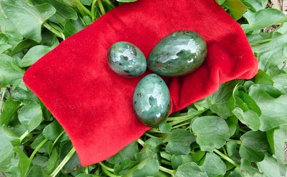 нефрит набор из трех яиц